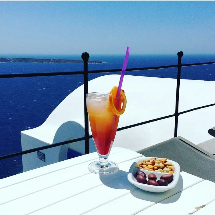 Little things that make the difference #cocktail #esperashotel #santorini #oia #hotel #luxuryhotel #boutiquehotel #luxury #greece #travel #honeymoon #minimoon #view #caldera