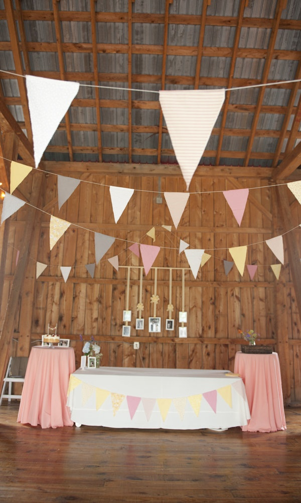 Idea for bunting flags DIY and present table > like the round higher ones