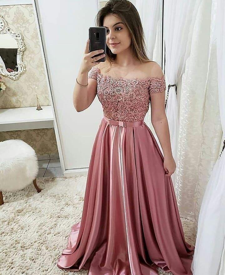 A Imagem Pode Conter 1 Pessoa Em Pé Em 2019 Vestidos