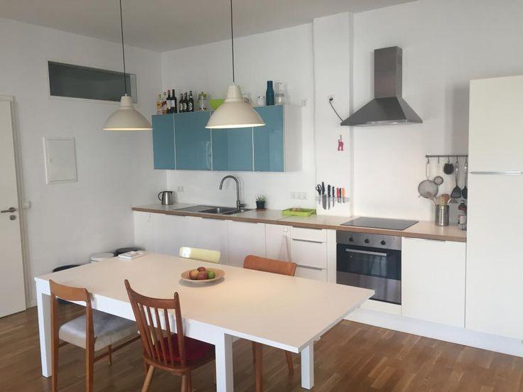 Helle Küchenzeile in moderner Berliner Wohnung - dunkle - nobilia küchen arbeitsplatten