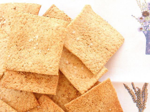 Prova i cracker integrali Bimby: friabili e croccanti, hanno tutto il buono dell'integrale! Ricchi di fibre, saziano prima e ne mangi di meno