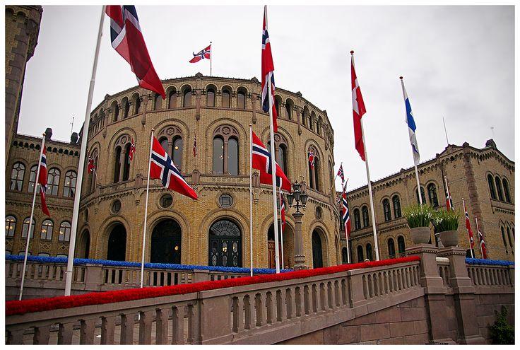 Gmach Stortinget, czyli budynek parlamentu norweskiego - został otwarty w 1866 roku. Mieści się tu jednoizbowy parlament Norwegii oraz część biur rządowych.