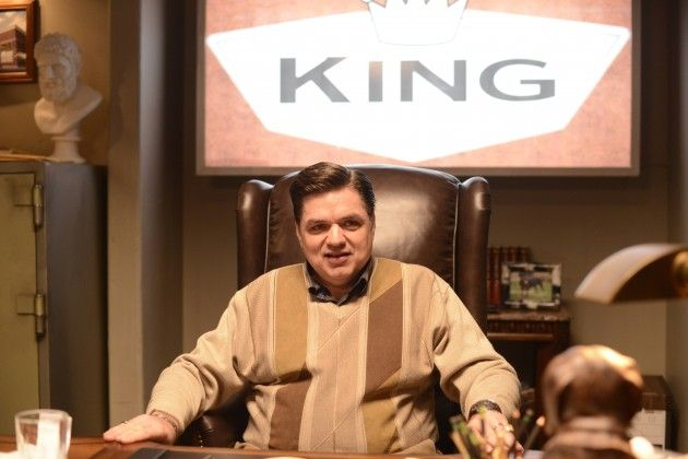 FX Fargo TV Series Photos Oliver Platt - Malvo meets the king of the grocery stories, Stavros Milos and he is asked to find the blackmailer.