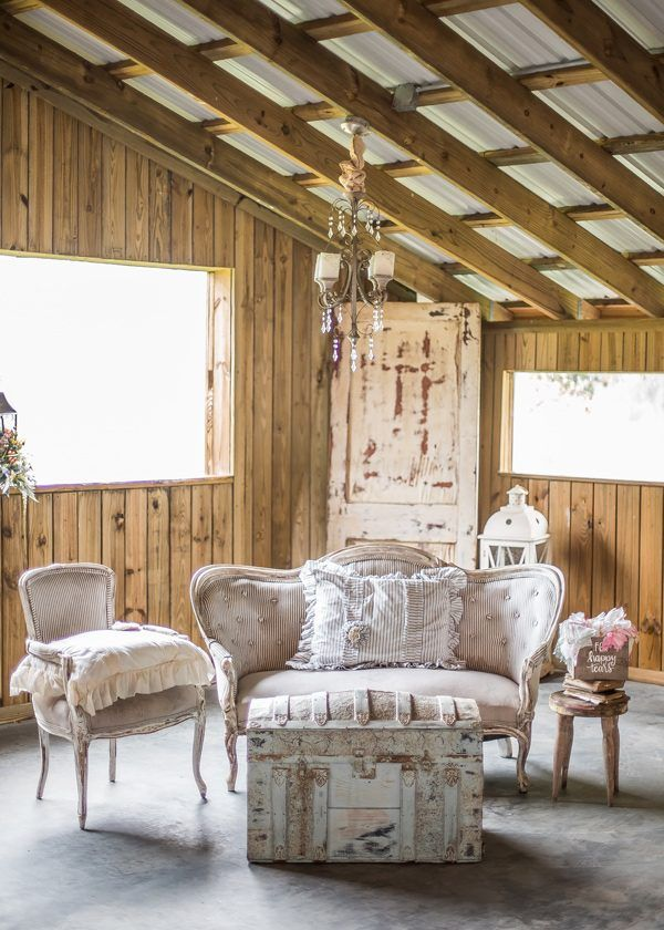 vintage lounge areas - photo by Rad Red Creative http://ruffledblog.com/southern-charm-florida-wedding