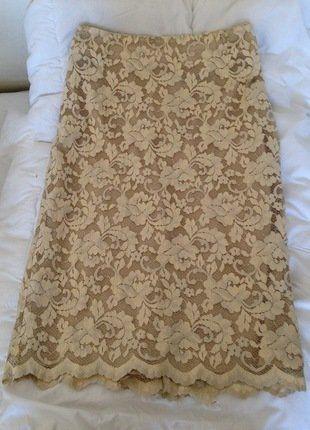 À vendre sur #vintedfrance ! http://www.vinted.fr/mode-femmes/jupes-crayon/31078596-jupe-caroll-dentelle-beige-38