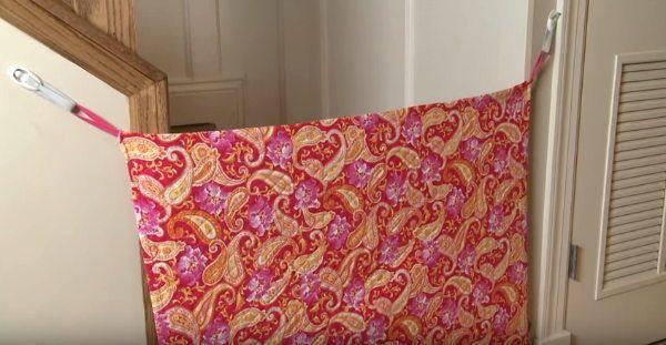 Ti serve una barriera per le scale per il bimbo in casa o per arginare il cane ed evitare l'ingresso? Con la stoffa puoi realizzare un cancelletto fai da te