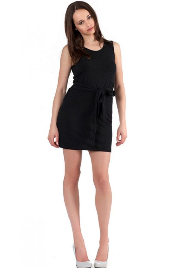 Black beach dress. The dress has round cleavage and is sleeveless. The belt from the photos doesn't come with the dress.