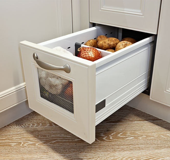 French Provincial Kitchen 76 aerated vegetable drawer Bizarre, mais interessant