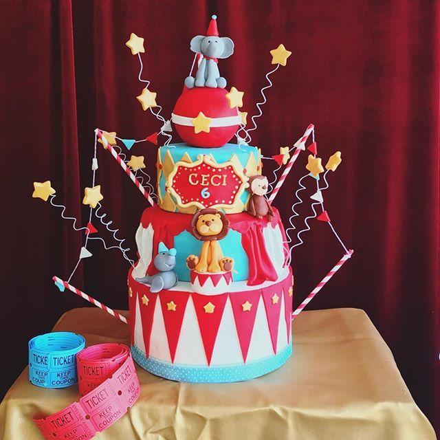 Y os enseño en detalle la espectacular tarta del #cumplecolorin de 🎪🤹🏼♀️🎟 circo que hemos montado hoy. Obra de mis queridas @thesweetestlab con las que hago siempre equipazo 👏🏼❤️. #cumplescolorin #candybarcolorin #pequescolorin #eventoscolorin #partyplannerspain #partyplannermadrid #kidsparty #circusparty #circuscake