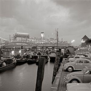 Adé, Dalben und Dampfer! Die Fotos von Walter Lüden zeigen den Hamburger Hafen in den 50ern und 60ern. Viele seiner Motive fielen kurz darauf dem Wachstum zum Opfer.