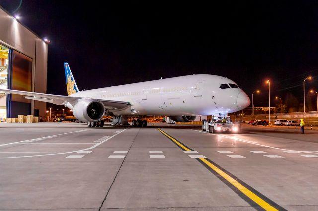 #VNAFlyer: First #Boeing #787 #Dreamliner for #VietnamAirlines Rolls Off Assembly Line in #Everett