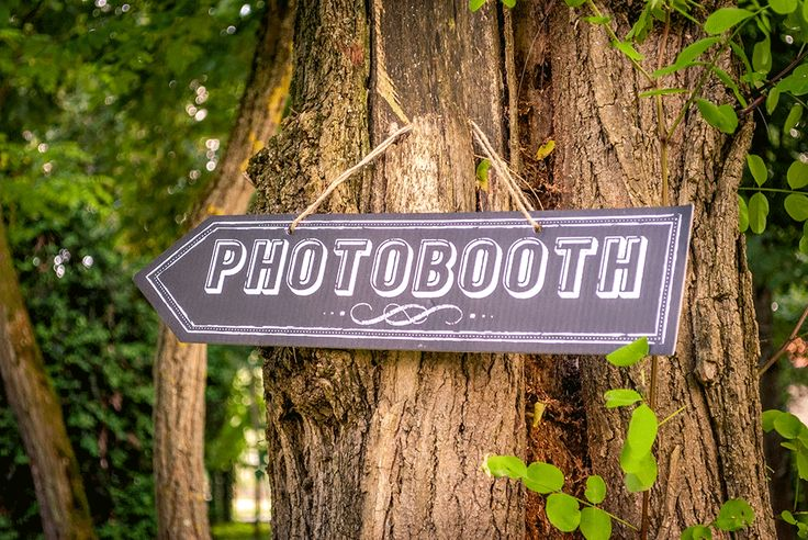 Photo Booth Fun: How to set one up at your Wedding #photobooth #diywedding #weddingideas #weddingentertainment