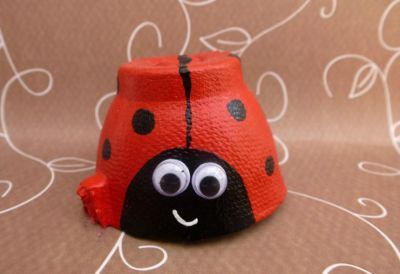 Cute ladybirds made form egg boxes #crafts #craftsforkids