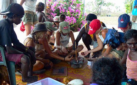 Yolgnu painting demonstration