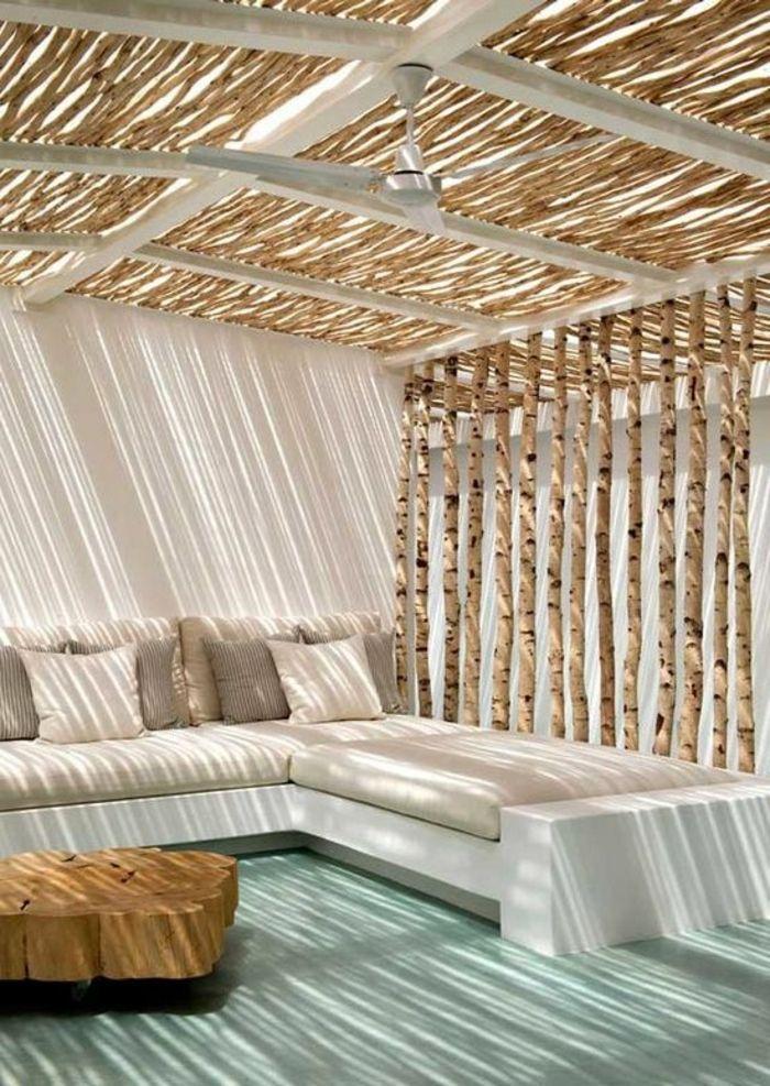 amenagement terrasse exterieur et un joli canapé de jardin beige