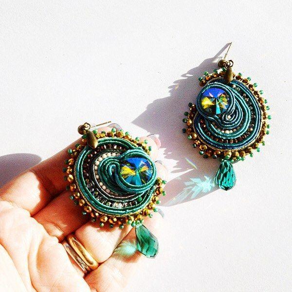 Nuovi articoli nel mio shop!!! Tanto per cominciare questi orecchini soutache nei toni del turchese luminosissimi!! http://ift.tt/2h7KboC . . . #archidee #becreative #bepositive #soutache #soutacheearrings #earringstagram #orecchini #instaearrings #orecchinimania #orecchinihandmade #soutachejewelry #soutachemania #fashionjewelry #fashionearrings #instajewelry #instafashion #fashionista #fashionblogger #fashion #fashiongram #jewelrytrends #trendy #glamour #glam #instaglam