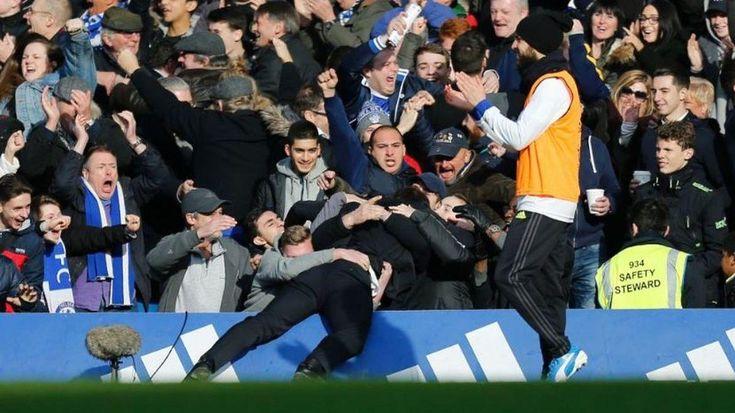L'image de la semaine nous vient d'Angleterre. Et elle dit la joie du football. On peut y contempler l'entraineur de Chelsea, Antonio Conte, se précipiter, lourd de joie, dans les bras de supporters,…