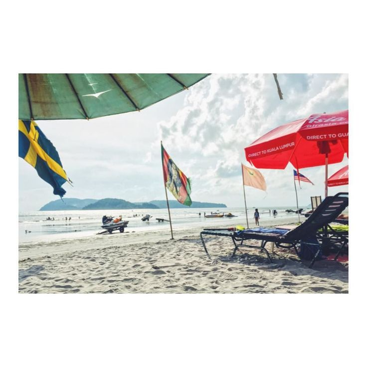 ビーチで一休み カフェからたったの分  パソコン作業に疲れたときは すぐ近くのビーチで一休み ビーチベッドは好きなだけ 休めてたったの200円です  日本の日サロですら 30分3000円とかだからコスパ良過ぎ  頭もリフレッシュできたので もういっちょ頑張ります(O) P.S. さてこのビーチは スタバから歩いて何分でしょうか  #ビーチ #ビーチライフ #ビーチラグ #ビーチバレー #マレーシア生活 #マレーシア暮らし #マレーシア #マレーシアライフ #ランカウイ島 #海外移住 #海外旅行 #世界周遊 #ビーチで一休み