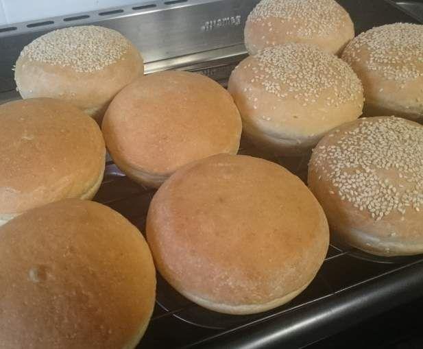 White Bread Rolls - Thermomumma by _b_e_v_ on www.recipecommunity.com.au