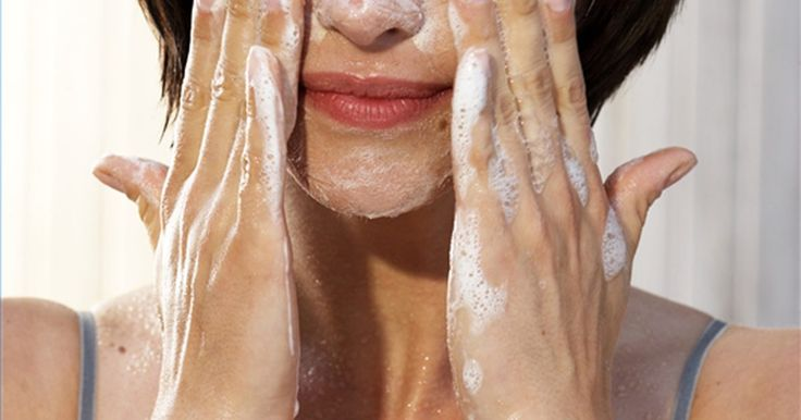 Como tratar acne com vitamina B5. Muitas pessoas usam suplementes vitamínicos para tratar problemas estéticos simples, como cabelos, unhas e pele não saudáveis. As vitaminas do grupo B geralmente são usadas para tratar acne, especialmente a vitamina B5. Use a informação abaixo para aprender como tratar acne com vitamina B5.