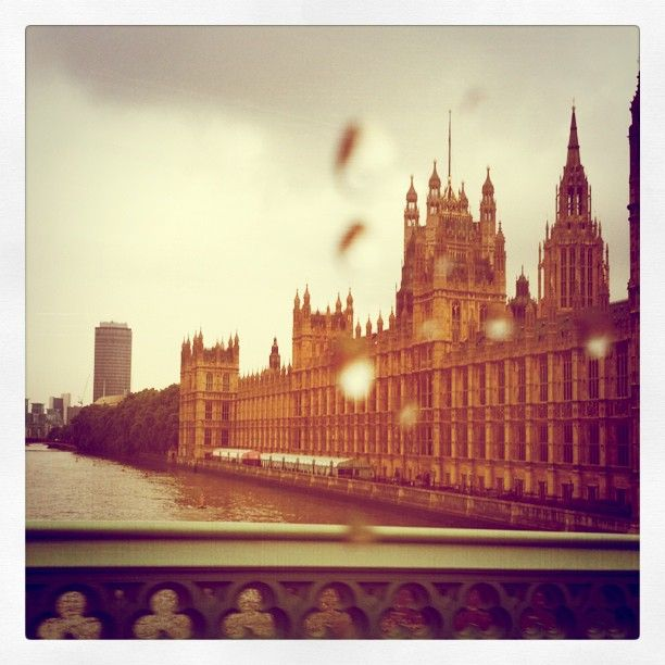 A grey morning on the Thames