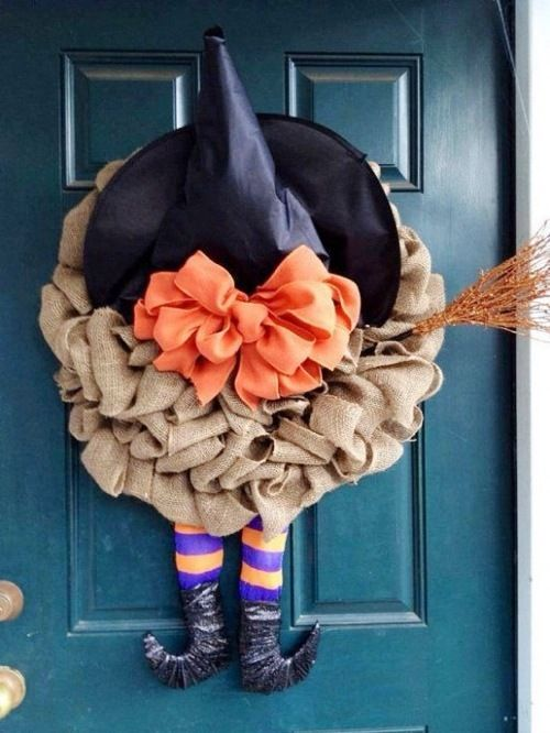 This is too cute: Halloween burlap witch hat wreath with DIY video tutorial.