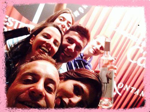 Photocall con el Cartel Oficial Festival Vino Somontano, nuestro Sueños by Obergo y mucha diversión... en muy poco espacio!