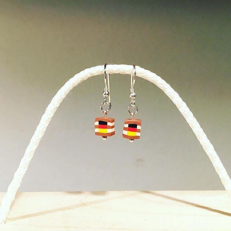 Zu verkaufen / for sale  Ohrhaken 925er Sterlingsilber Würfel ca. 6x6x6mm  zu bestellen via DM  für 45.- Euro (Versandkosten: 5.- Euro innerhalb Deutschland)  #schokoschmuck #sakrischschee #iwearchocolate #schokoschmuckstück #handmade #chocolatejewellery #schmuckliebe #schmuckdesign #jewellerydesign #bavaria #art #polyclay #mompreneur #musthave #bracelet #earrings #charm #jewellery #beads #thehandmadeparade  #em2016 #special #emschmuck #fahne #schichtnougat #schland #deutschland…