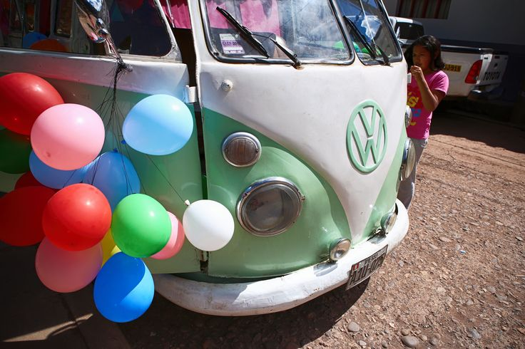 Combi and balloons  #volkswagencombi #combilife #combi  #travelingwithkids  #iamfamily #worldschooling #hackinglife #roadschooling #travelingkids  #travelingfamily #balloons #colors