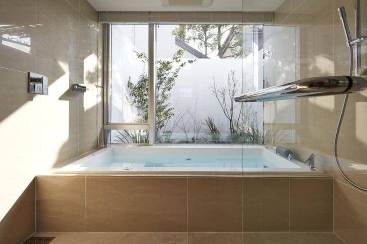 SAKURA SAKURA SAKURA HOUSE: Mアーキテクツ|高級邸宅 豪邸 注文住宅 別荘建築 LUXURY HOUSES | M-architectsが手掛けた浴室・トイレです。