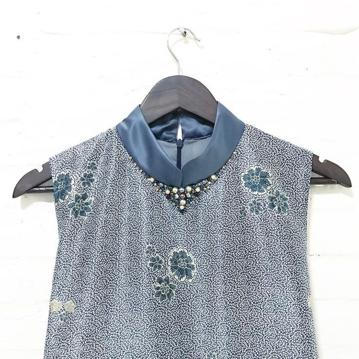 so in love with this colour ❤️❤️  .  .  limited pieces available for purchasing via whatsapp only  .  .  #batik #batikindonesia #fashionindonesia  #batikdress #batikblouse #kainbatik #batikmodern #batikcap #modernbatik #batikshop #fashionbatik #batikfashion #ootdbatik #onlineshop #localbrand #localbrandindonesia #readytowear #batiknonik #nonandnik