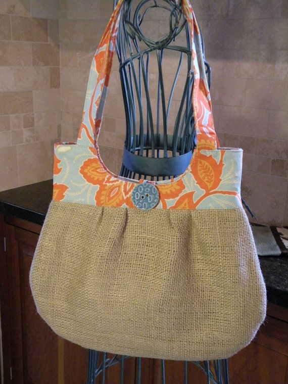 Burlap purse - so cute!!!  I might be able to pull this off without a pattern