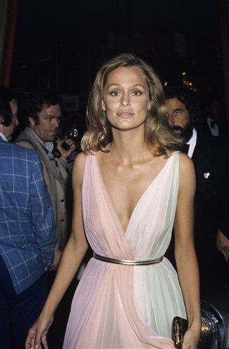 Lauren Hutton at the 47th Annual Academy Awards, wearing basically the best dress ever.