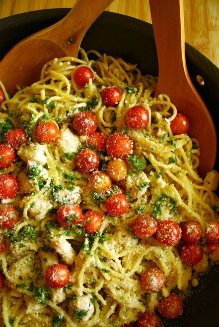 WOW...Spaghetti In Garlic Gravy With Herbs And Lemon Marinated Chicken And Cherry Tomatoes… Yes Please!