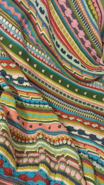 CAL deken Ravelry: Project Gallery for Mixed Stitch Stripey Blanket pattern by Julie Harrison