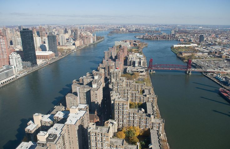 Description of  New York City's Roosevelt Island is viewed in this aerial photograph from a helicopter over New York on November 11, 2008. (SAUL LOEB/AFP/Getty Images)