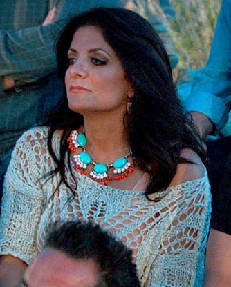 Kathy Wakile's Beaded Turquoise Necklace and the look for MUCH less DETAILS: http://www.bigblondehair.com/style/kathy-wakiles-beaded-necklace-arizona/