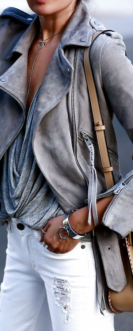 Grey, White, Brown | Suede jacket | Shoulder bag | Delicate necklace | Outfit | Look | Fashion blogger