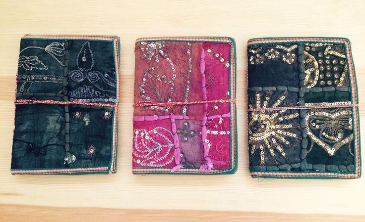 Libretas. Totalmente artesanales. Realizadas con papel reciclado y forradas en telas típicas de La India.