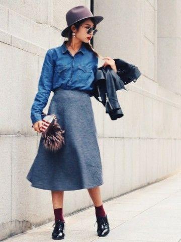 フレアスカートと合わせた大人シックコーデ♡ 秋冬ファッションのダンガリーコーデ一覧。