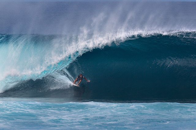 big-wave-surfing-pipeline
