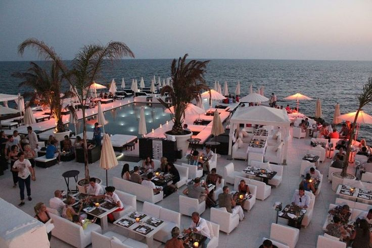 Великолепные пляжные клубы, рестораны мирового класса, передовые арт-сцены, великолепные магазины - это всего лишь несколько причин, по которым Пальма и сейчас звезда балеарских островов.
