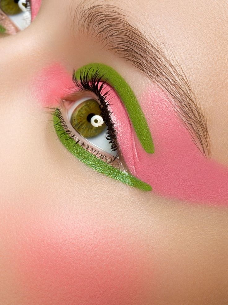Artistic eye make-up