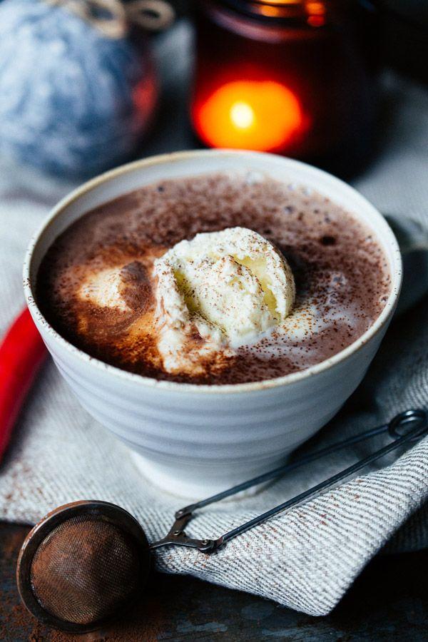Christmas Recipes | Oatly | Hot Chocolate drink with vanilla ice cream | chocolate oat drink | Vegan | varm choklad