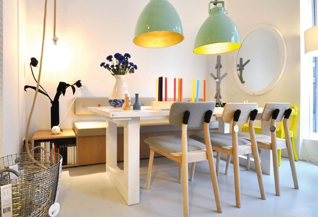 Idee voor bank in keuken: rugleuning aan muur monteren en daaronder houten bank met matras. Uiteraard wel met deze leuke gekleurde knopen erop!