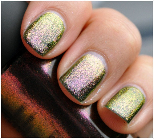 nailsGold Nails, Nails Colors, Beautiful And Nails, Sparkle Nails, Glitter Nails, Nails Polish, Beautiful Hair Nails, Green Nails, Sparkly Nails