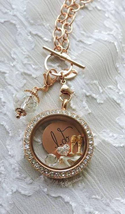 We love this living locket as a gift for the bride to be!  This would even make a great anniversary gift. You can customize these, making them a great keepsake item! Made By Origami Owl.