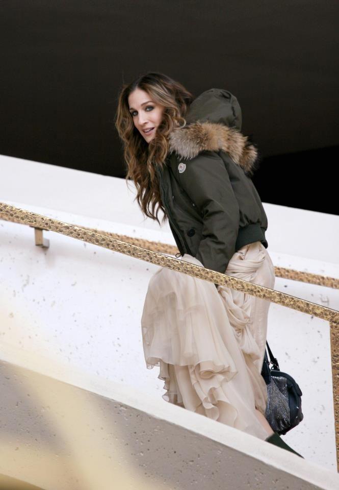 ... Sarah Jessica Parker wearing a Moncler Alpin jacket #moncler #sarahjessicaparker #sjp #monclerfriends