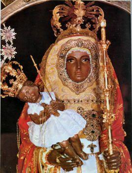 Virgen de la Candelaria que se venera enTENERIFE  Islas Canarias  No hay acuerdo sobre el año de la aparición, pero la mayor opinión es que apareció en la desembocadura del barranco de Chimisay, parroquia de Güimar, 95 años antes de la conquista de Tenerife, es decir aparecería del 1400 al 1401.