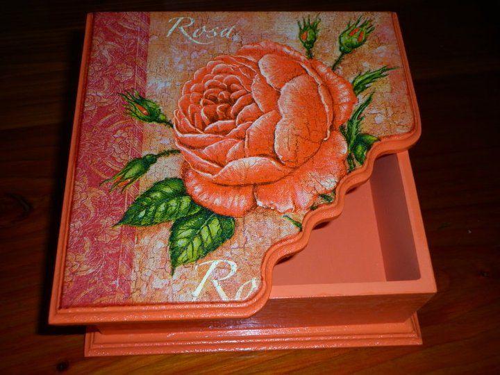 Caja con craquelado mismo color y decoupage
